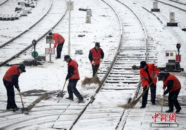 Trung Quốc lạnh đến nỗi hắt nước sôi cũng hóa băng - ảnh 9