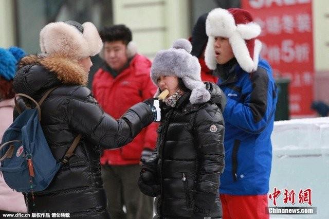 Trung Quốc lạnh đến nỗi hắt nước sôi cũng hóa băng - ảnh 8