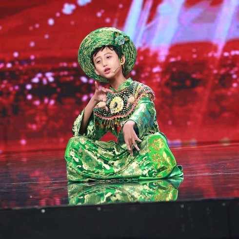 Vietnam's Got Talent: Cậu bé hát Chầu văn khiến BGK thích thú - ảnh 1