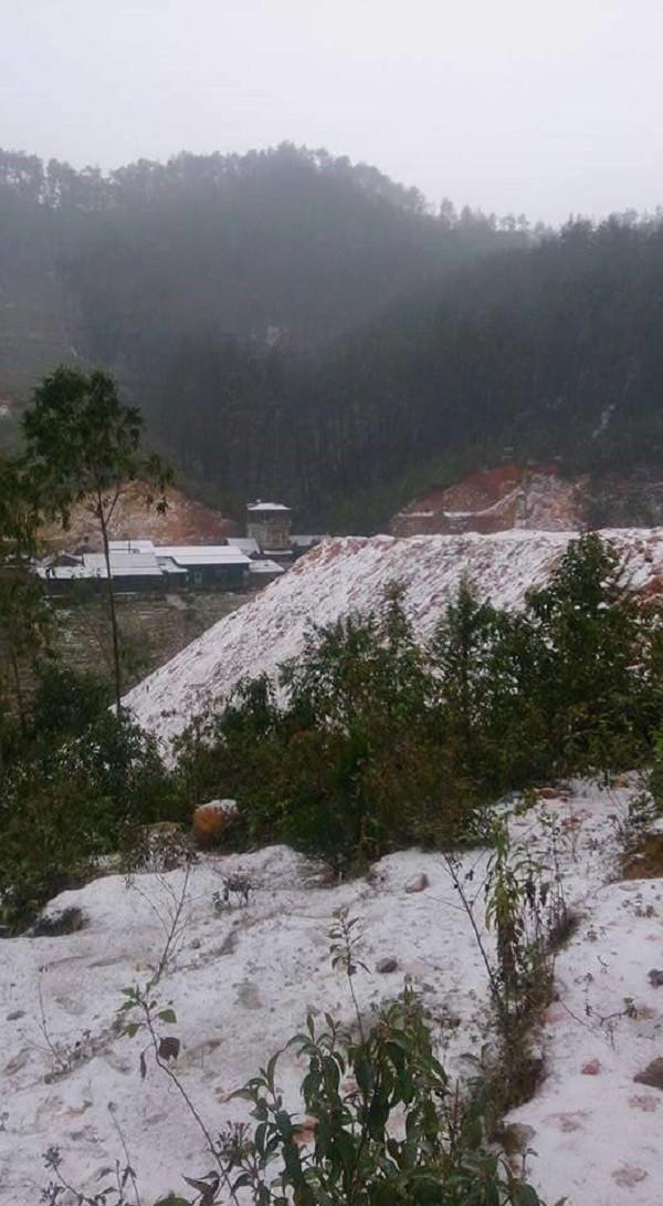 Tuyết rơi trên diện rộng tại Mù Cang Chải - ảnh 8
