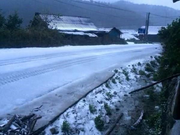 Tuyết rơi trên diện rộng tại Mù Cang Chải - ảnh 1