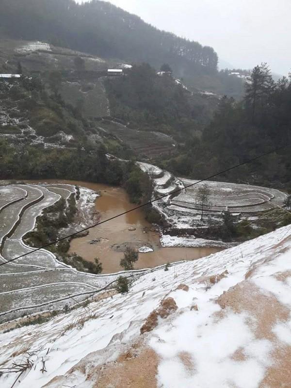 Người dân Mù Cang Chải vất vả chống chọi với tuyết rơi - ảnh 6