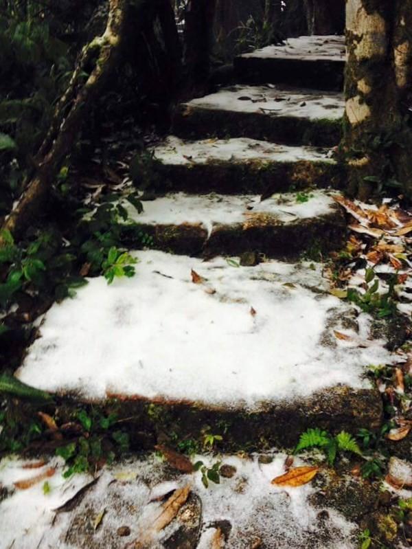 Chùm ảnh băng tuyết lần đầu tiên trong lịch sử ở Hà Nội - ảnh 3