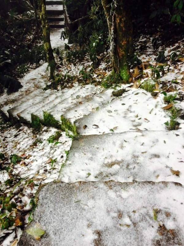 Chùm ảnh băng tuyết lần đầu tiên trong lịch sử ở Hà Nội - ảnh 2