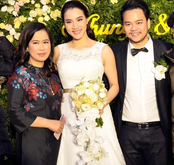 Trang Nhung thân thiết với mẹ chồng 'quyền lực' ở đám cưới lần 2 - ảnh 1