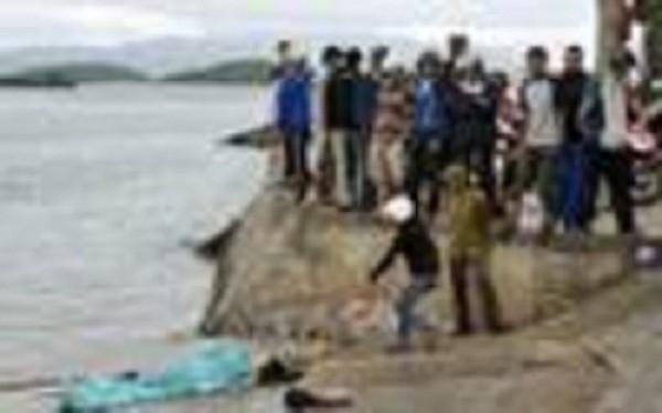 Phát hiện xác người phụ nữ lõa thể trôi dạt bên bờ biển - ảnh 1