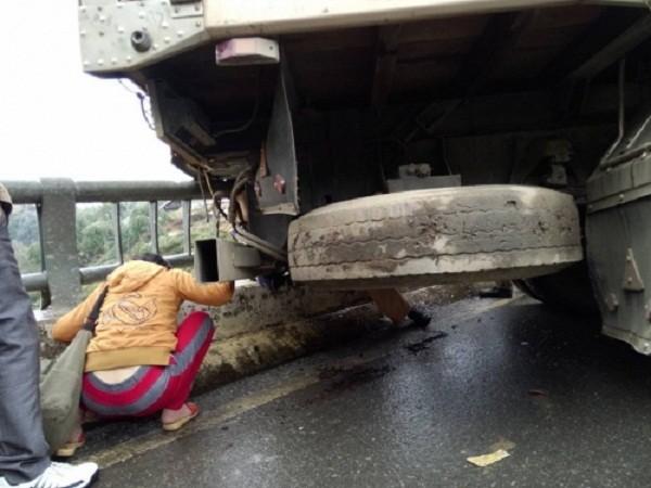 Đang làm nhiệm vụ, trung tá CSGT bị ô tô tải đâm tử vong - ảnh 1