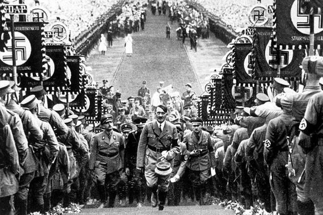 Biểu tượng chữ thập ngược đã bị Hitler 'bôi bẩn' như thế nào? - ảnh 6
