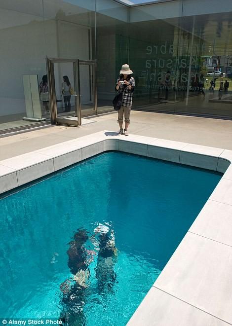 Có gì trong bể bơi ảo giác Nhật Bản và ngôi nhà kỳ quái ở Anh? - ảnh 2
