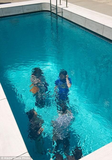 Có gì trong bể bơi ảo giác Nhật Bản và ngôi nhà kỳ quái ở Anh? - ảnh 5