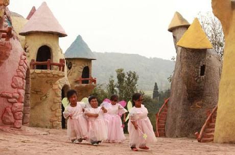 Độc đáo vương quốc toàn người lùn ở Trung Quốc - ảnh 4