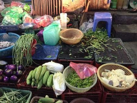 Người Hà Nội xếp hàng mua thực phẩm tích trữ ngày rét kỷ lục 7oC - ảnh 2