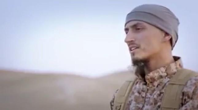 IS tung video về những kẻ khủng bố Paris, đe dọa nước Anh - ảnh 1