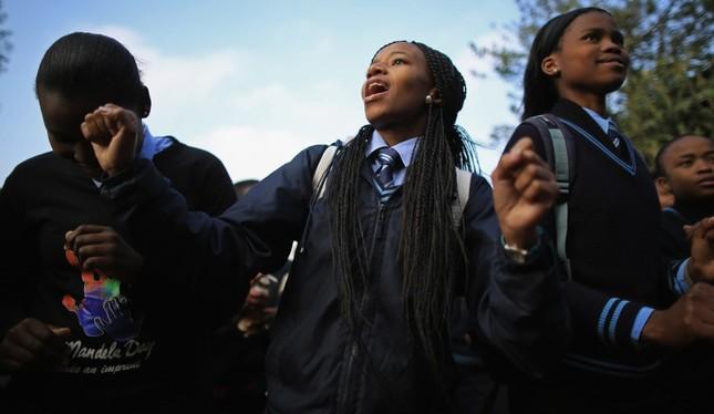 Tranh cãi việc trao học bổng cho nữ sinh... còn trinh  - ảnh 1