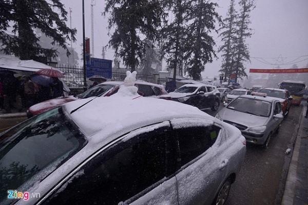 Tắc đường cả chục  km vì đoàn xe lên Sa Pa ngắm tuyết - ảnh 2