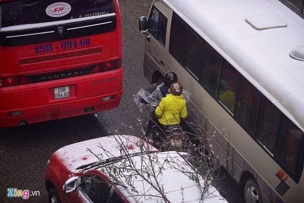 Tắc đường cả chục  km vì đoàn xe lên Sa Pa ngắm tuyết - ảnh 3