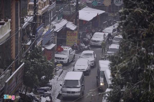 Tắc đường cả chục  km vì đoàn xe lên Sa Pa ngắm tuyết - ảnh 5