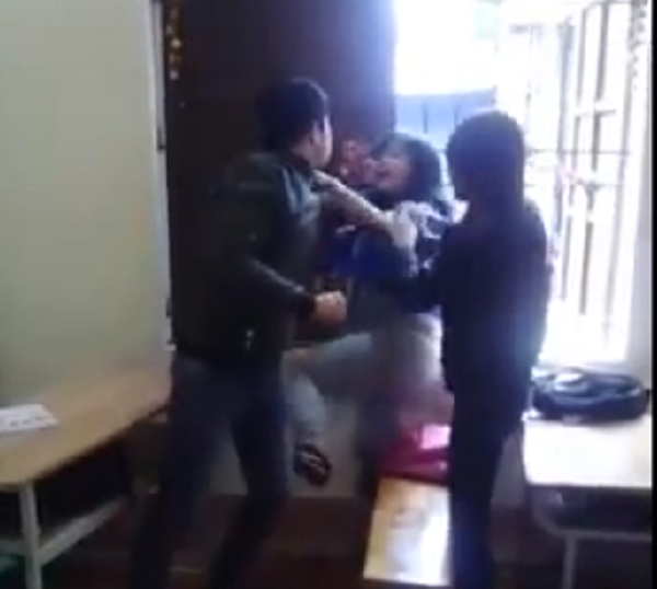 Bức xúc thanh niên đánh liên tiếp bạn gái vì nghi trộm điện thoại - ảnh 2