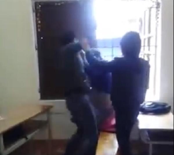 Bức xúc thanh niên đánh liên tiếp bạn gái vì nghi trộm điện thoại - ảnh 3