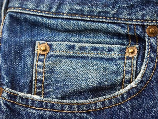 Công dụng không ngờ của chiếc túi nhỏ trên quần Jeans - ảnh 1