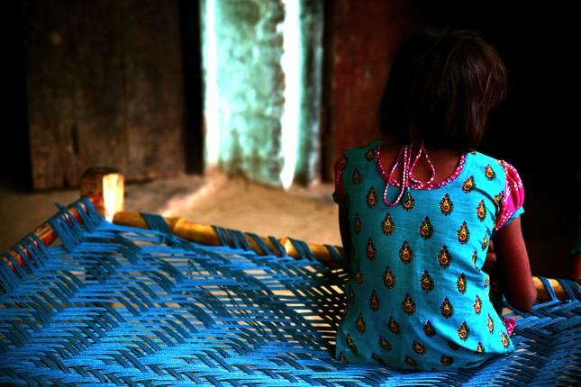 Tây Ninh: Thầy giáo cưỡng bức bé gái lớp 2 ngay tại lớp học - ảnh 1