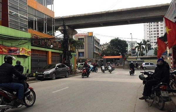 Hà Nội: Đâm trọng thương CSGT, cầm dao ép nam sinh chở đi trốn - ảnh 1