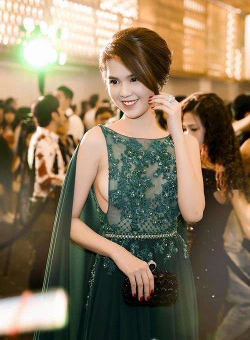 Ngọc Trinh táo bạo diện váy ren khoe vòng một - ảnh 4