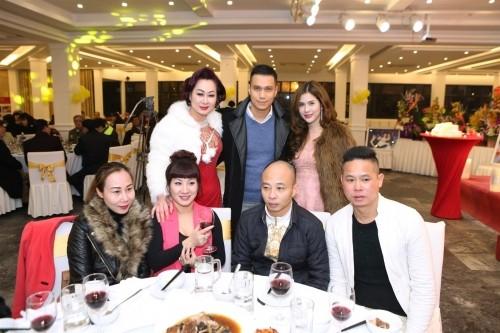 Vợ chồng đại gia Thái Bình dự sinh nhật NSND Trần Nhượng - ảnh 3