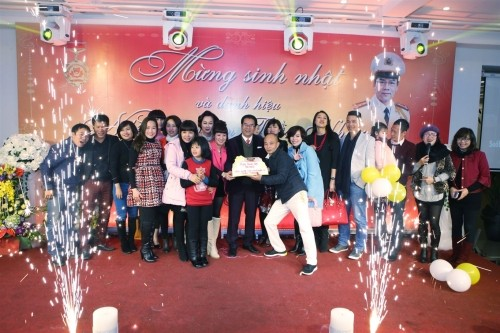 Vợ chồng đại gia Thái Bình dự sinh nhật NSND Trần Nhượng - ảnh 4