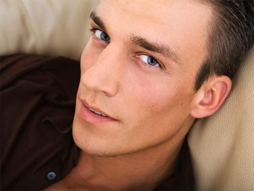 Nhận diện gương mặt người đàn ông dễ ngoại tình - ảnh 4