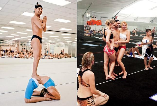 Người sáng tạo yoga nóng bị tố lạm dụng hàng loạt học viên - ảnh 1