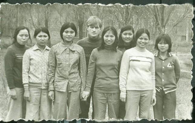 Thầy giáo Nga tìm lại học sinh Việt sau hơn 30 năm - ảnh 1