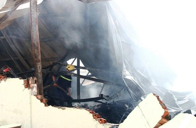 Ba công ty sản xuất đồ gỗ bất ngờ bốc cháy tại Bình Dương - ảnh 1