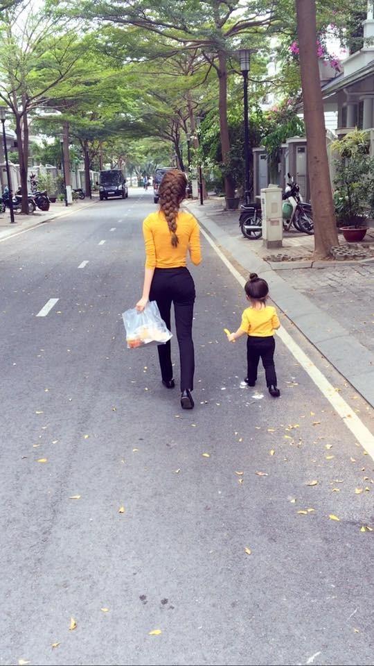 Fan thích thú với một ngày bận rộn của Elly Trần bên hai con - ảnh 1