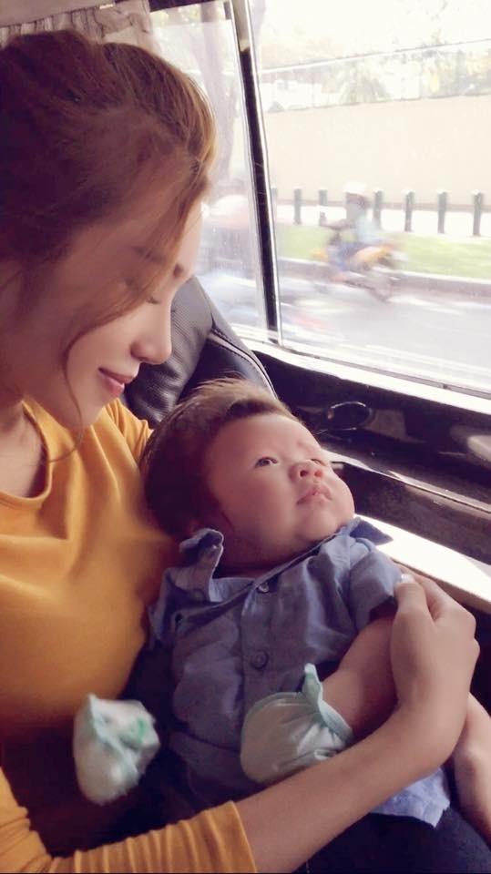Fan thích thú với một ngày bận rộn của Elly Trần bên hai con - ảnh 2