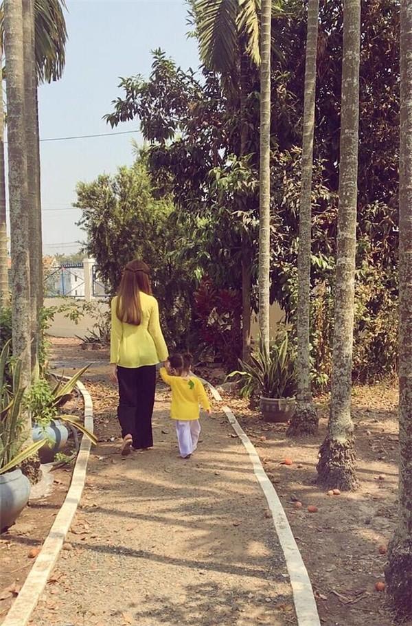 Fan thích thú với một ngày bận rộn của Elly Trần bên hai con - ảnh 9