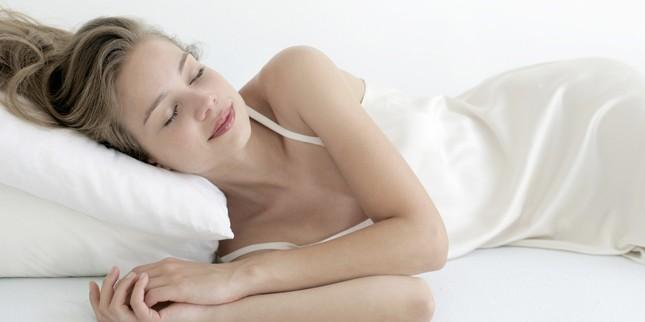 Lý giải vì sao khách sạn luôn đặt 4 chiếc gối trên giường - ảnh 1