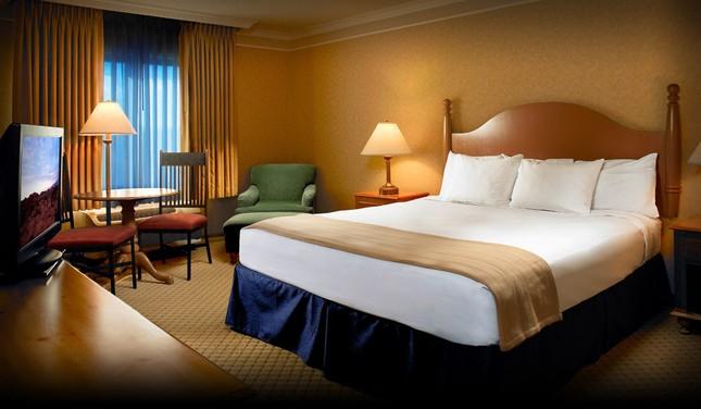 Lý giải vì sao khách sạn luôn đặt 4 chiếc gối trên giường - ảnh 2