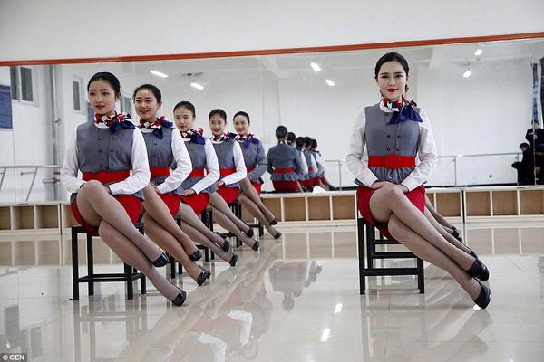 Cận cảnh 'Lò đào tạo' tiếp viên hàng không Trung Quốc - ảnh 5