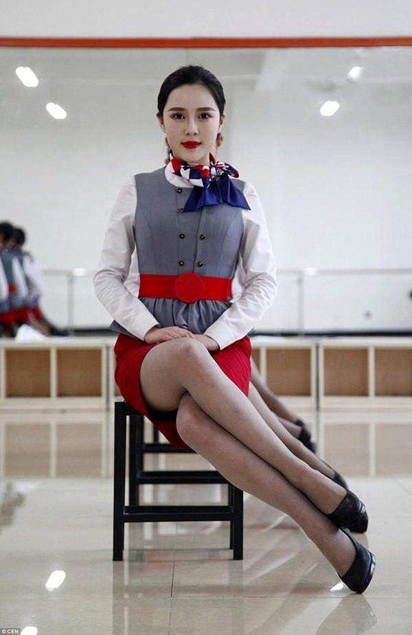 Cận cảnh 'Lò đào tạo' tiếp viên hàng không Trung Quốc - ảnh 6