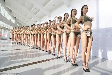 Cận cảnh 'Lò đào tạo' tiếp viên hàng không Trung Quốc - ảnh 7