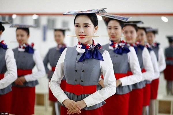 Cận cảnh 'Lò đào tạo' tiếp viên hàng không Trung Quốc - ảnh 1
