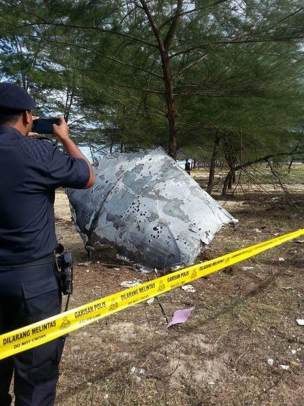 Vật thể lạ trôi dạt vào Malaysia nghi của MH370 - ảnh 3
