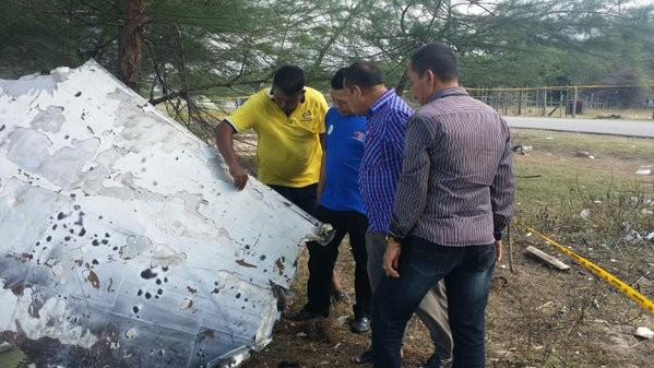 Vật thể lạ trôi dạt vào Malaysia nghi của MH370 - ảnh 2
