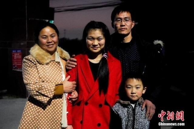 TQ: Con gái gặp lại bố mẹ sau 17 năm thất lạc - ảnh 3