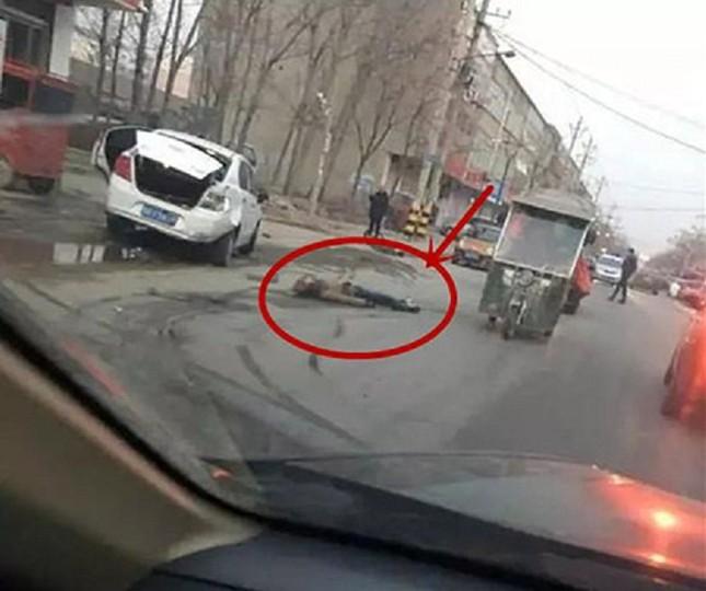 Tài xế ô tô đâm vào bé trai rồi cố tình cán nhiều lần tới chết - ảnh 1