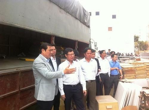 Thăm hỏi các gia đình nạn nhân trong vụ rơi thang máy ở Đà Nẵng - ảnh 1