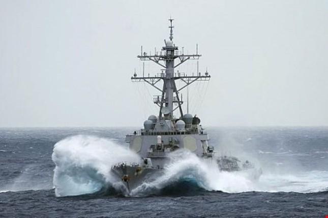 Tàu chiến Mỹ áp sát đảo Trung Quốc chiếm đóng tại Hoàng Sa - ảnh 1