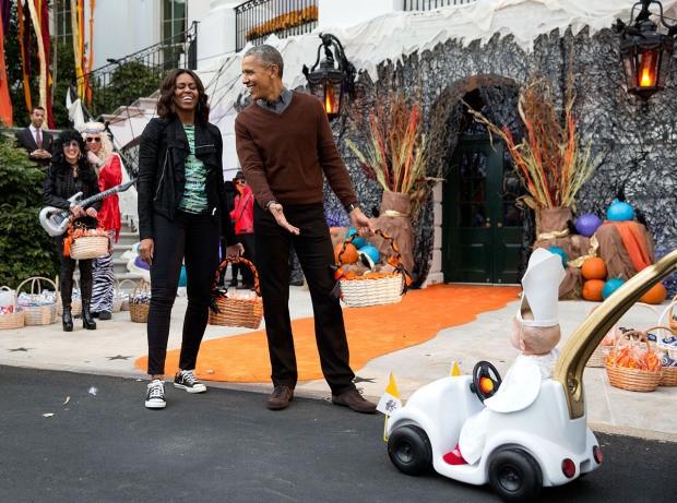 Khoảnh khắc đời thường ấn tượng nhất 2015 của Tổng thống Mỹ Obama - ảnh 6