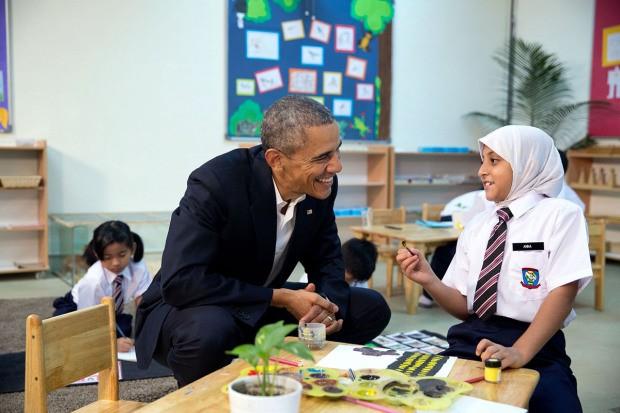 Khoảnh khắc đời thường ấn tượng nhất 2015 của Tổng thống Mỹ Obama - ảnh 8